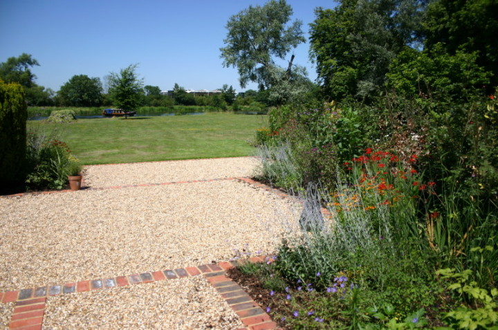 Simply garden design ascot a river view Simply garden design